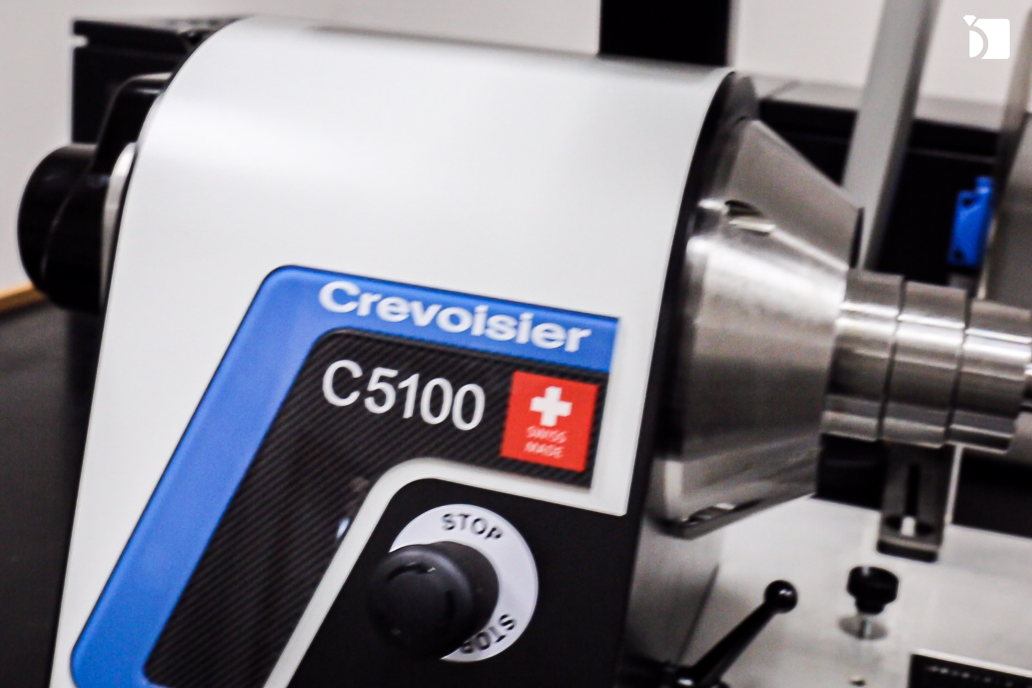 Image Showcasing the Creovoisier Machine in the Watch Repair Service Center